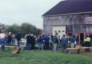 Jean-Guy Provencher et Gervaise Montreuil nous ont généreusement prêté leur terrain à St-Apollinaire en septembre 1999. Prise par Inconnu