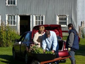 Échange 2011 - Arrivée des plantes -  Prise par Nicole Sanschagrin