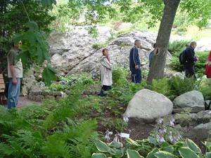 On est tous sous le charme de ces superbes jardins - 12 août 2006 Prise par Paule Poulin