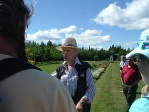 Les Jardins de Gisèle à St-Roch des Aulnaies.  Notre hôtesse Gisèle - 12 août 2006 Prise par Paule Poulin