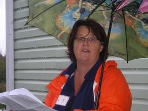 Nancy et son très joli parapluie!  Échange 2007 Prise par Guy Méthé