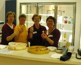 L'équipe du casse- croûte   Fête des semences 2008    Prise par Nicole Sanschagrin