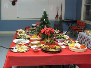 Le repas fut bien apprécié  Fête de Noël 2007 Prise par Claude Bergeron