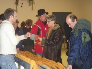 Philippe Méthé de « La Société des Plantes »  donne des informations sur les différentes semences    Fête des Semences 2008  Prise par Guy Méthé