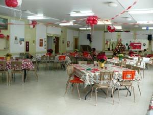 Fête de Noël 2008 : La salle n'attend plus que les « joyeux fêtards »!  Prise par Nicole Sanschagrin