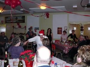 Fête de Noël 2008 : Un Père Noël grippé, fatigué et très drôle! Prise par Nicole Sanschagrin