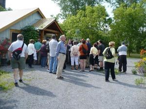 Voyage  2009  au Jardin des curiosités à St-Ours - Une partie du groupe  -  Prise par Nicole Sanschagrin
