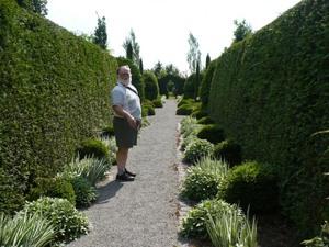 Voyage  2009  au Jardin des curiosités à St-Ours - Un jardin « taillé au couteau »! -  Prise par Nicole Sanschagrin