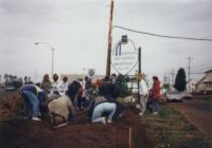 Embellissement du village de St-Apollinaire en mai 1998 Prise par Inconnu
