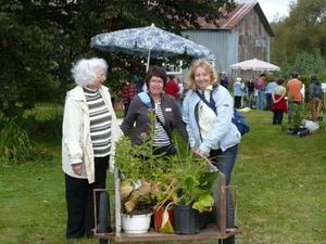 Échange 2009 Des dames heureuses de leur collecte! Prise par Nicole Sanschagrin