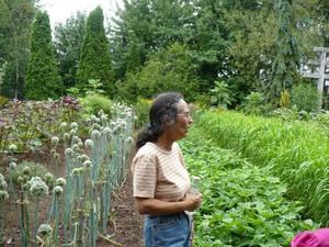 Les Jardins du Grand Portage à St-Didace; notre guide, Nicole, nous parle du compagnonnage Prise par Nicole Sanschagrin