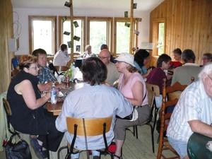 Les Jardins du Grand Portage à St-Didace; un espace est prévu pour les dîneurs; à notre plus grand plaisir Prise par Nicole Sanschagrin