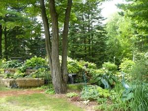 Les Jardins  du Clown Jardinier à St Ambroise de Kildel; un très joli jardin d'eau Prise par Nicole Sanschagrin
