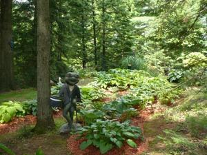 Les Jardins  du Clown Jardinier à St Ambroise de Kildel; nous sommes accueillis par cette jolie grenouille Prise par Nicole Sanschagrin