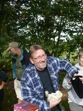 Claude est l'heureux gagnant d'une belle grenouille! Prise par Martin Gosselin
