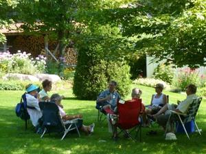 Les Jardins de Carole et Gérard à St-Basile. - La pause dîner. Prise par Nicole Sanschagrin