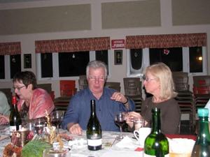 Suzanne et Pierre en pleine discussion…horticole??? Prise par Claude Bergeron
