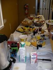 Viennoiseries et bons fruits sont au menu. Prise par Nicole Sanschagrin