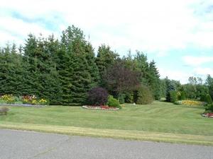 Ce sont de très grands et très beaux jardins - 12 août 2006 Prise par Paule Poulin