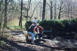 Les hommes au repos...bien mérité Prise par Un membre de la société d'horticulture