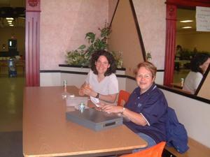 Nicole Hébert et Sonia Rousseau à l'accueil.  Printemps 2004 Prise par Diane Héroux